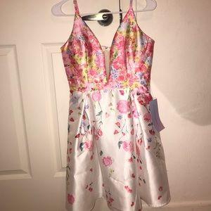 Prom white dress. Size M brand new